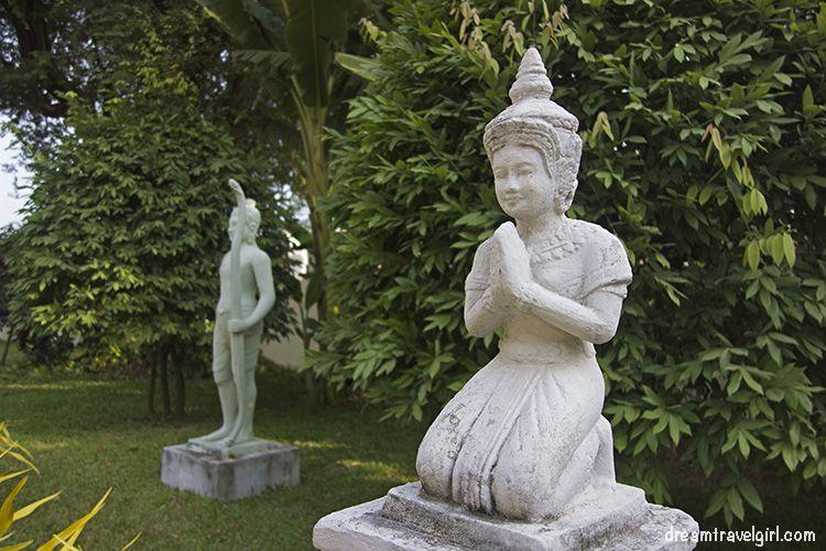 Cambodia_Phnom-Penh_Royal-palace2H