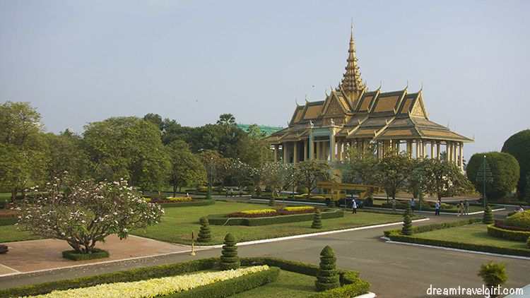 Cambodia_Phnom-Penh_Royal-palace4