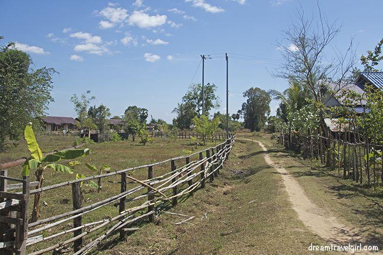 Laos_4000islands_Don-Khon_village1