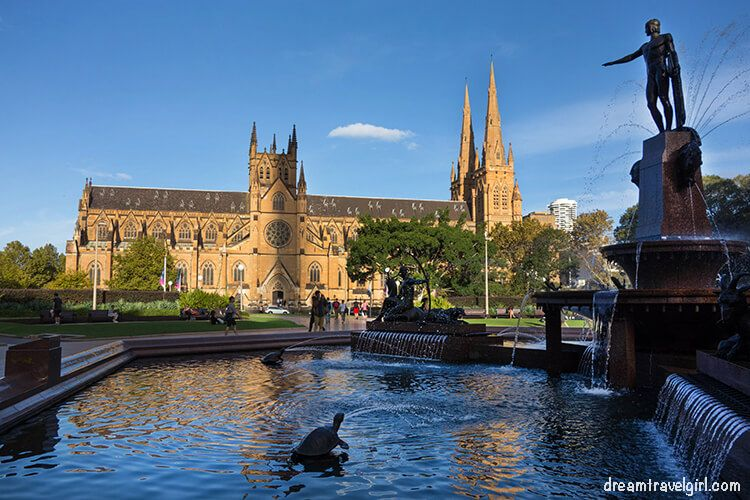 Australia_Sydney_church-fountain