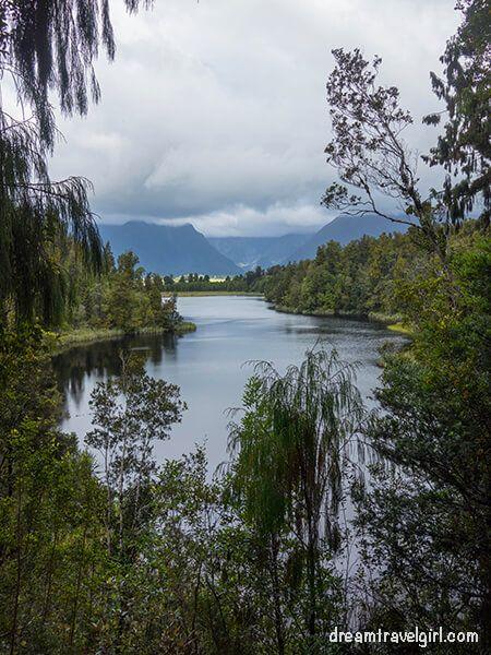 New-Zealand_Fox-village_lake-Matheson02