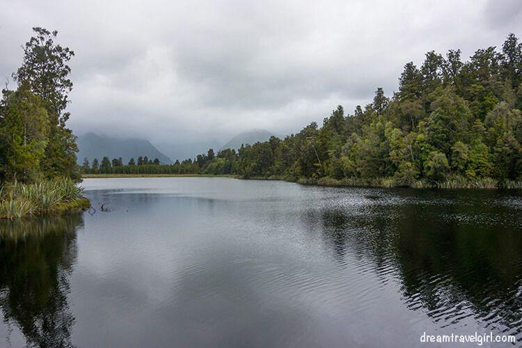 New-Zealand_Fox-village_lake-Matheson03
