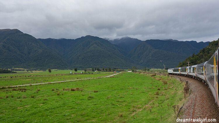 New-Zealand_TranzAlpine17_train-landscape