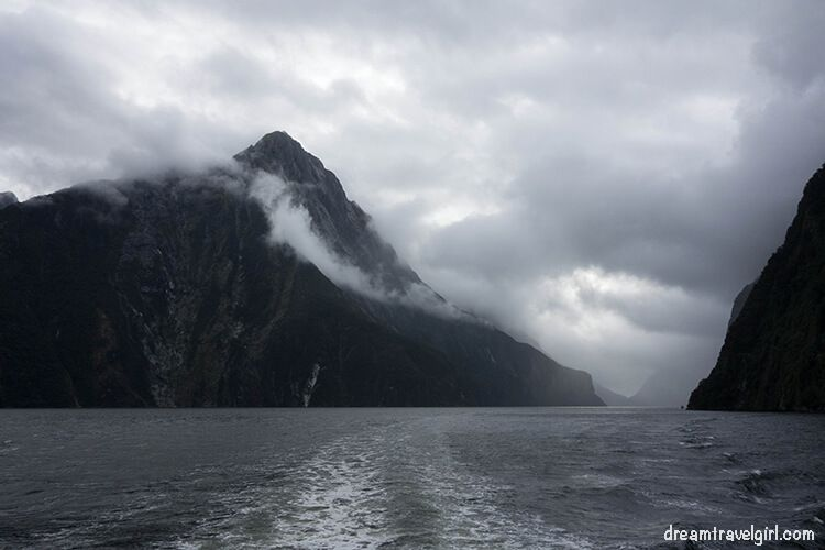 New-Zealand_Milford-Sound-clouds03