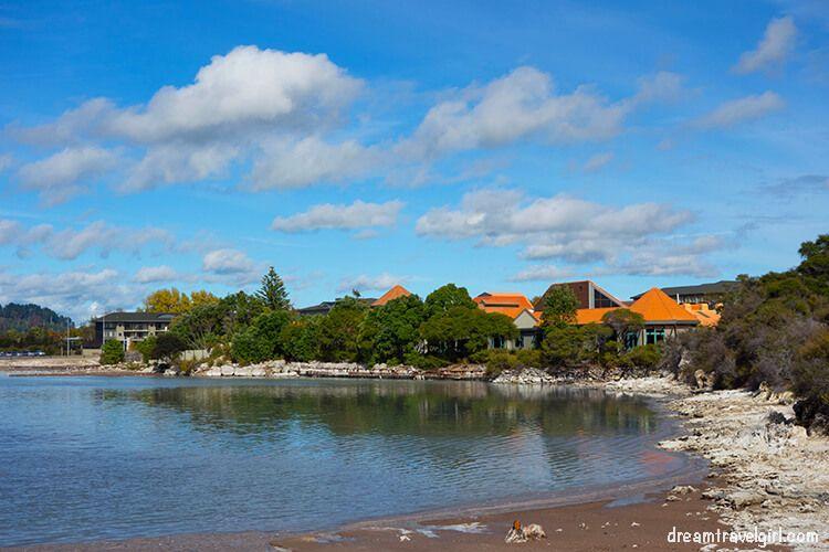New-Zealand_Rotorua_Rotorua-lake01