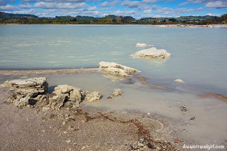 New-Zealand_Rotorua_Rotorua-lake02_white-water