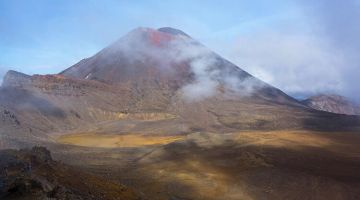 Hiking in Mordor (Tongariro Alpine Crossing)