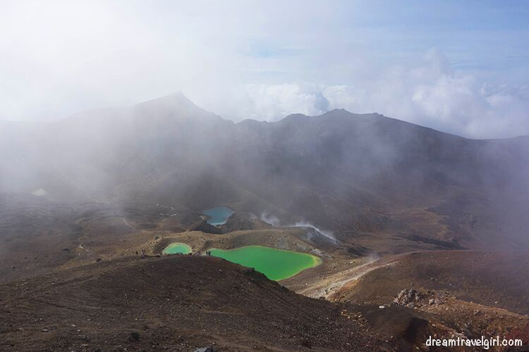 New-Zealand_Tongariro-Alpine-Crossing15-Emerald-Lakes