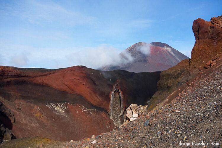 New-Zealand_Tongariro-Alpine-Crossing17-Mt-Doom-Red-Crater
