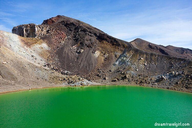 New-Zealand_Tongariro-Alpine-Crossing19-Emerald-Lakes