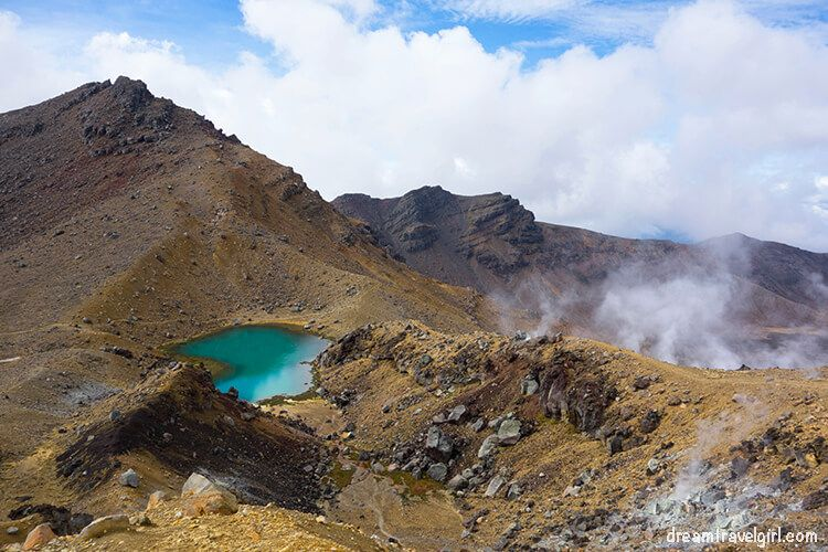 New-Zealand_Tongariro-Alpine-Crossing20-Emerald-Lakes