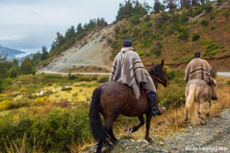 Chile_Patagonia_Aysen_gauchos01