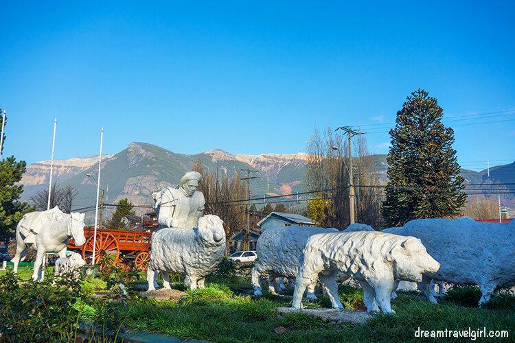 Chile_Patagonia_Coyhaique_ovejero-shepherd-statue