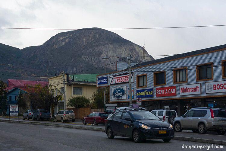 Chile_Patagonia_Coyhaique_street04-collectivo