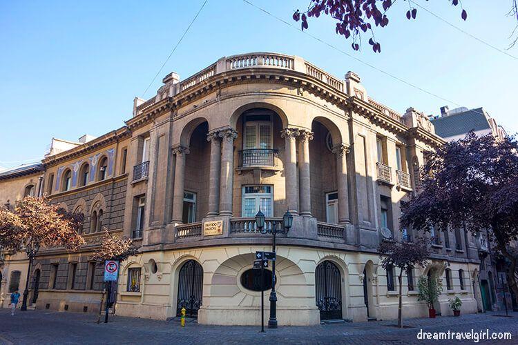 Chile_Santiago_center-building01