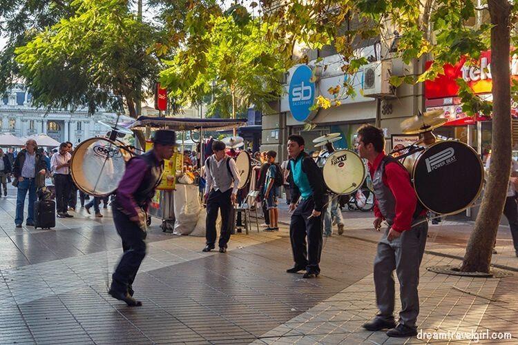 Chile_Santiago_center-musicos