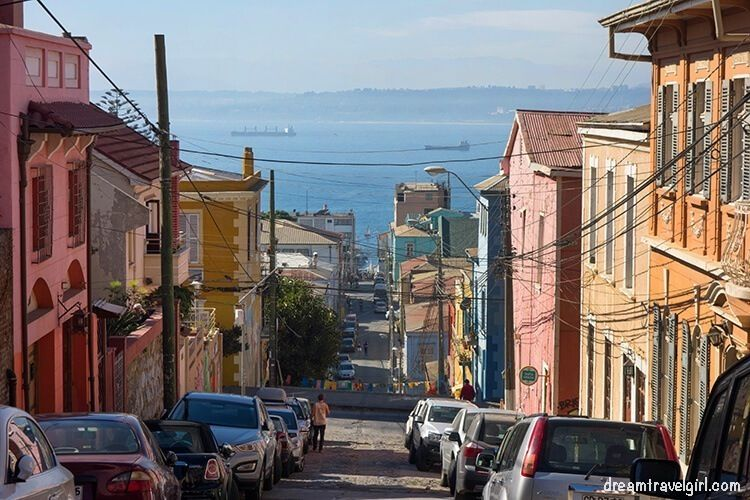 Chile_Valparaiso_steep-street02