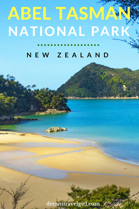 New Zealand travel: Abel Tasman National Park in the South Island. A perfect combination of forest and beaches, a pleasant place for hiking.