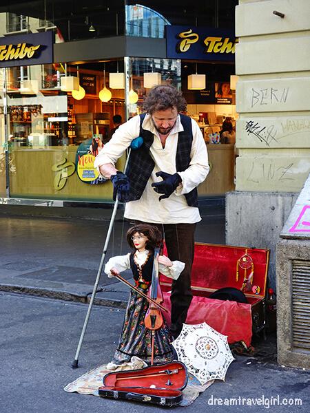 Violinist marionette in Bern