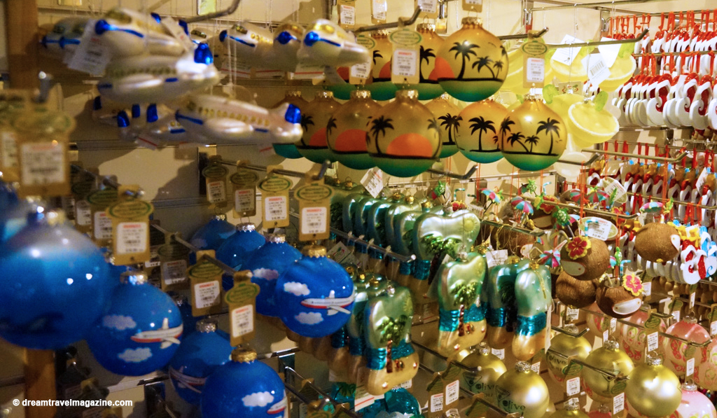 Bronners Christmas Wonderland-Michigan_dream-travel-magazine_11