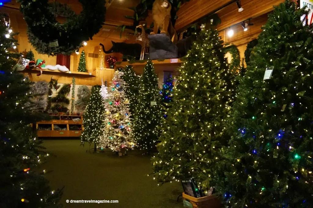 Bronners Christmas Wonderland-Michigan_dream-travel-magazine_14