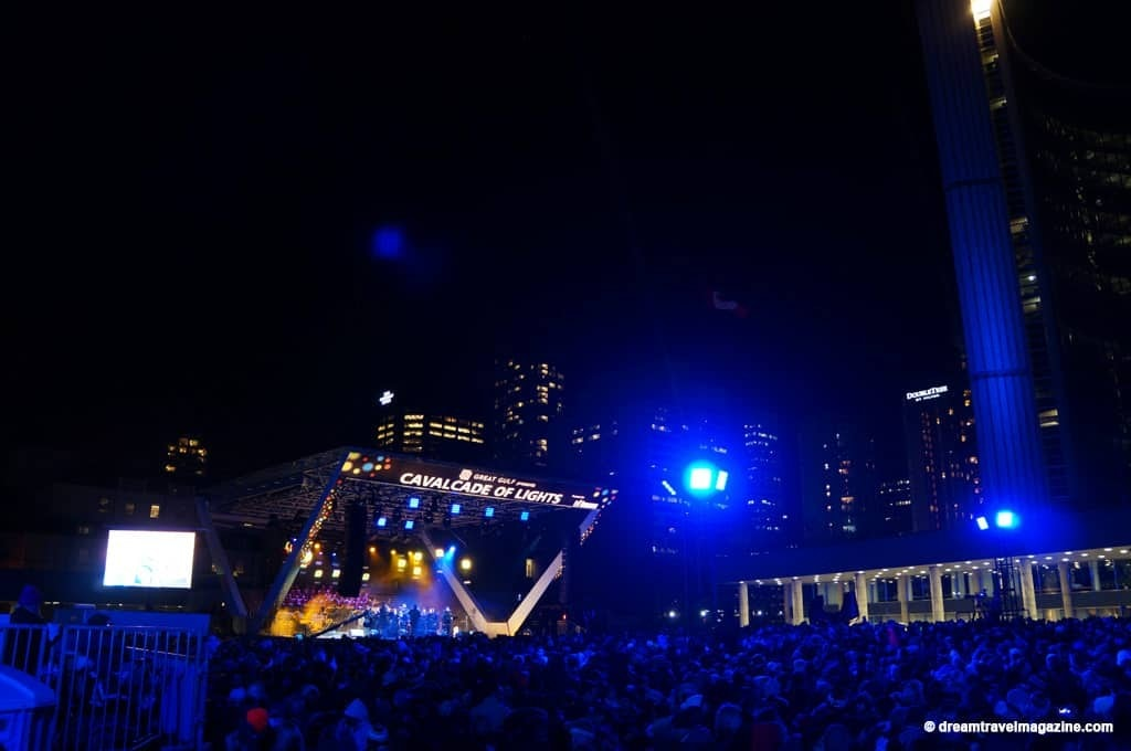 11-29-15-Toronto-Cavalcade-of-Lights-25