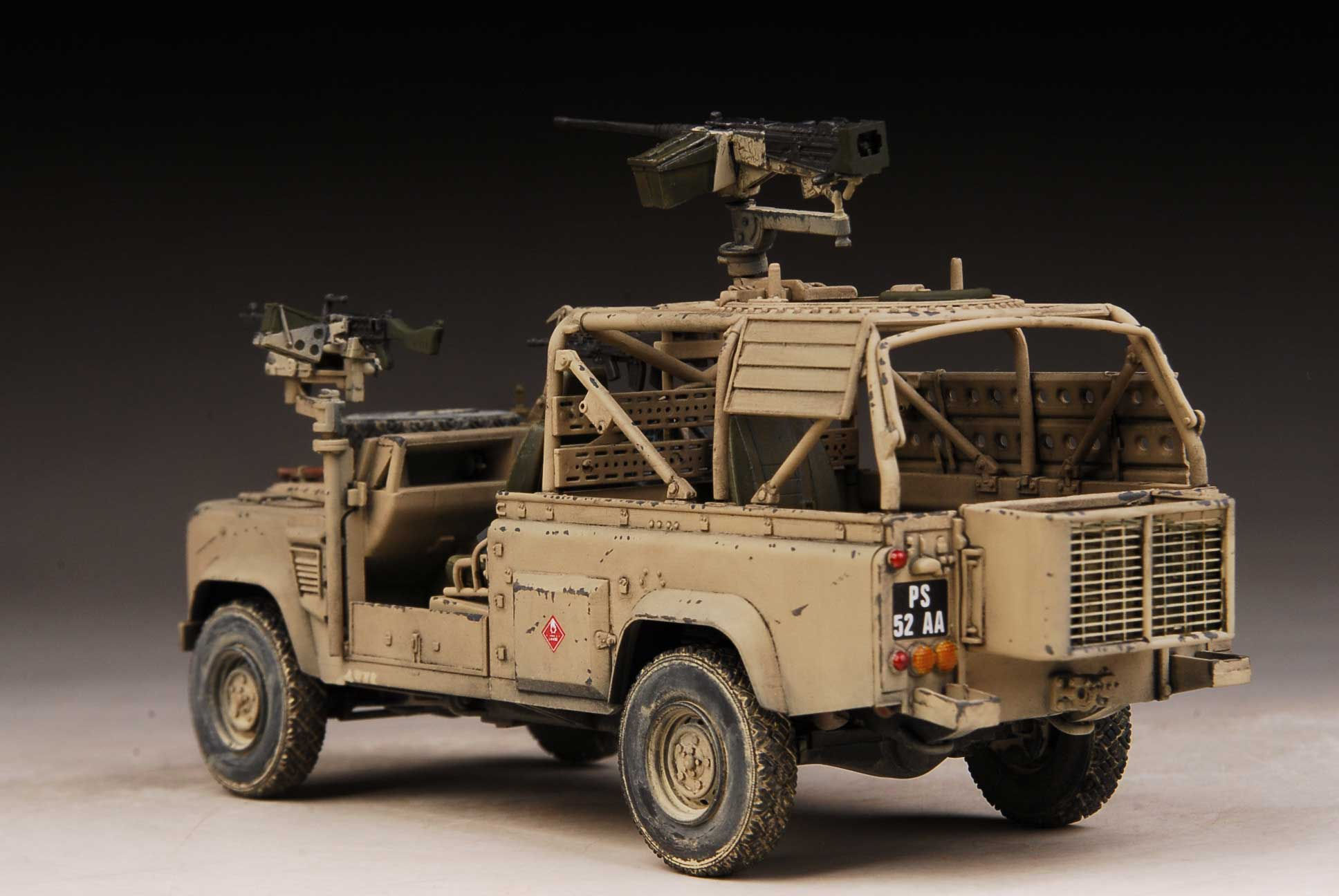 Award Winner Built HobbyBoss 1 35 Land Rover Defender Wolf Iraq