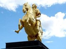 Goldener Reiter von vorn