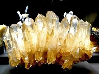Gelb-goldenes Gestein