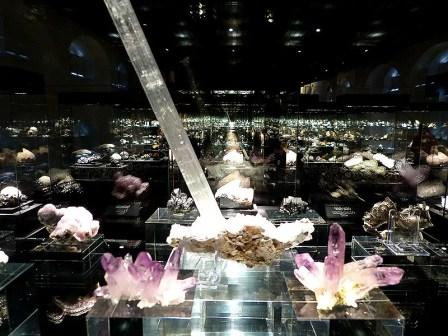 Ein Meer aus Gesteinen und Kristallen