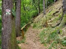 Wanderweg mit Geländer