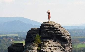 Bastei Figur auf dem Felsen