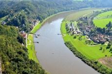 Ausflugsziel Bastei und Felsenburg Neurathen in der Sächsischen Schweiz Blick auf Rathen