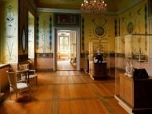 Ausstellung mit Vitrinen Schloss Rammenau