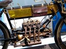 Fahrrad mit Motor und Tasche