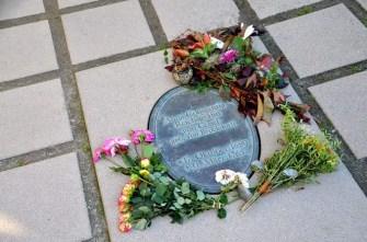 Denkmal der Cosel mit Blumen