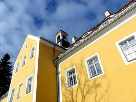 Blick zum Turm Jagdschloss Grillenburg