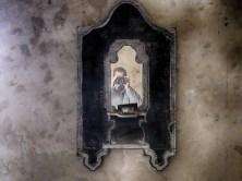 Alter Spiegel mit Kerze