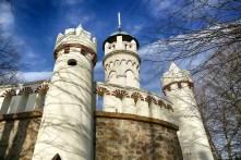 Friedensturm Weinböhla Zinnen weiße kleine Türme großer Turm