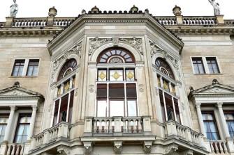 Lingnerschloss Fensterverzierung gold