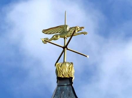 Goldene Anzeige für Himmelsrichtungen Schloss Pillnitz