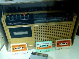 DDR Museum Radio mit Kassetten