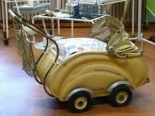 DDR Museum Kinderwagen beige