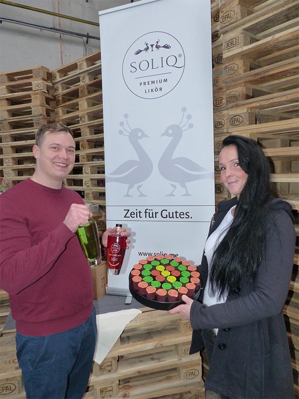 Soliq. Gründer Nico Prandini (29) mit seiner bei ihm angestellten Freundin Wiebke Simon (32). Bildquelle: meeco Communication Services