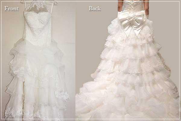 サテンのカットワークと、ティアードデザインが可愛いAラインのドレス
