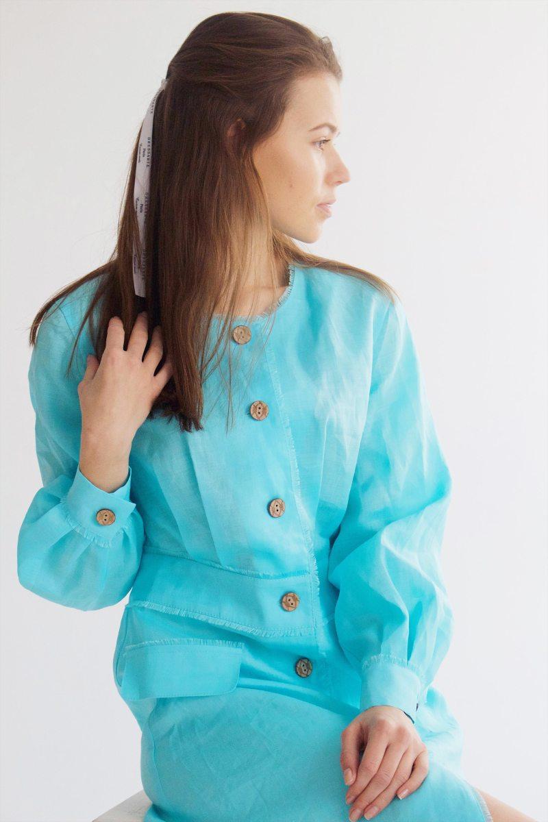 голубое-платье-с-длинным-рукавом-из-крапивы