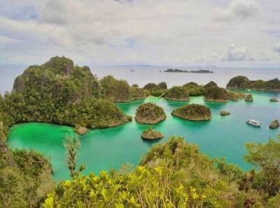 Raja Ampat, Papua: Travel Guide to Spectacular Remote ...
