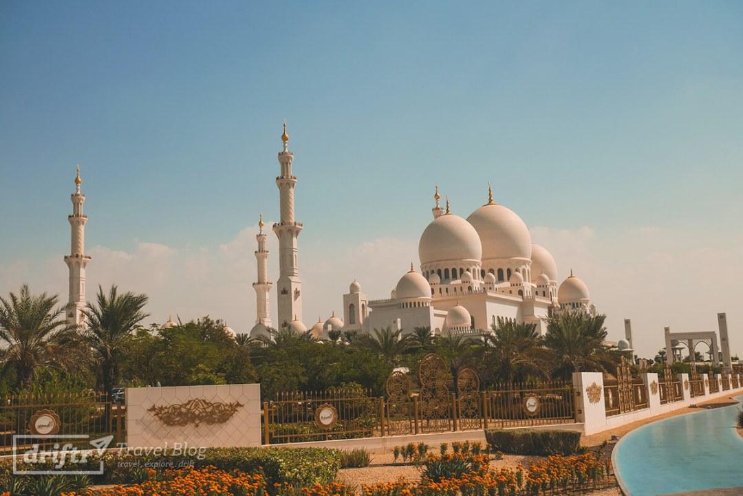 Scheich-Zayid-Moschee (Grand Mosque Abu Dhabi) in seiner vollen Pracht