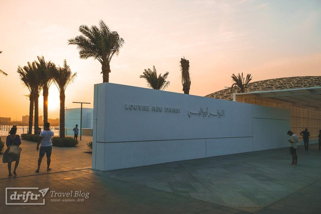 Louvre Abu Dhabi bei Dämmerung