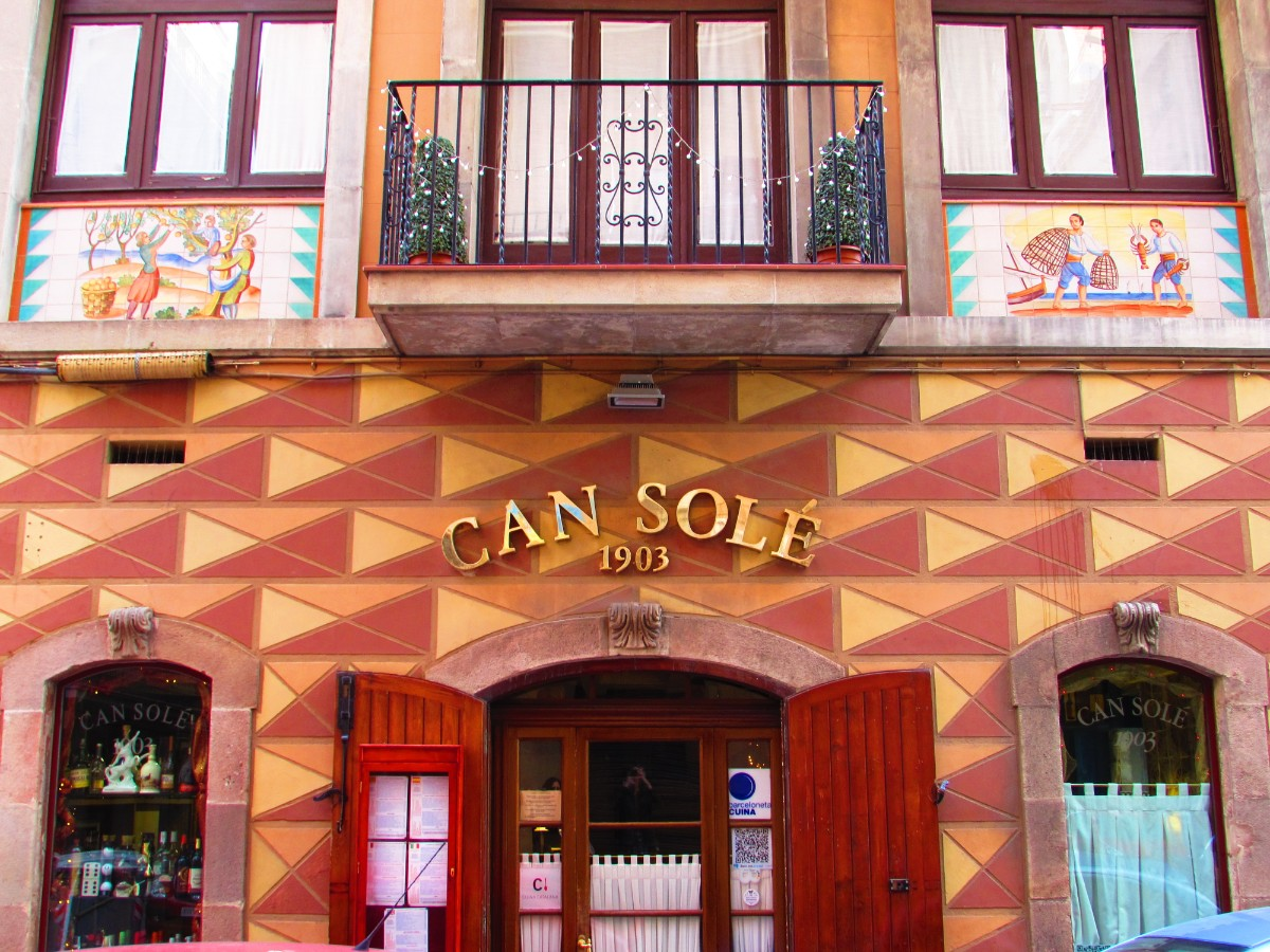 Can Sole, best paella and seafood restaurant by Barceloneta beach Barcelona